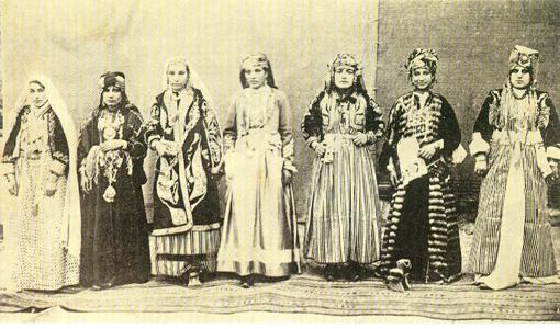 İstanbul'da Kürt Teali Nisvan Cemiyeti üyesi Kürt kadınları, 1919