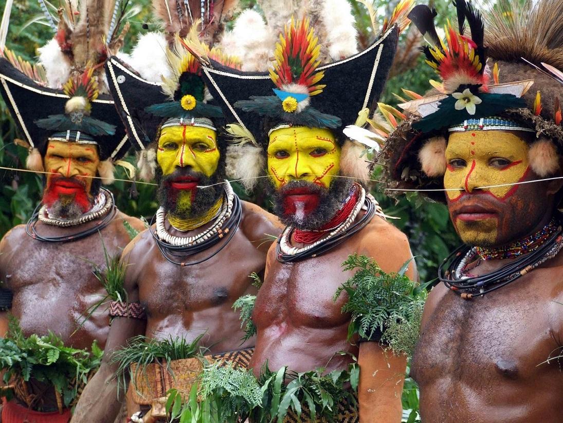 Huli Halkı: Papua Yeni Gine'nin Süslü Savaşçıları